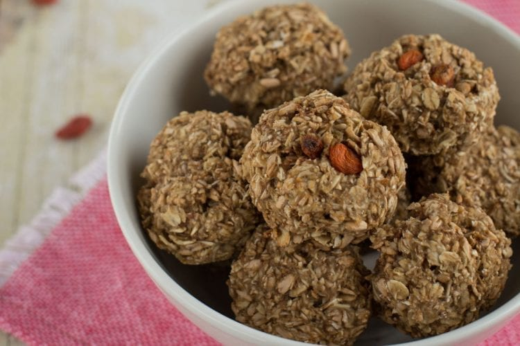 Vegan Oatmeal Cookies with Goji Berries
