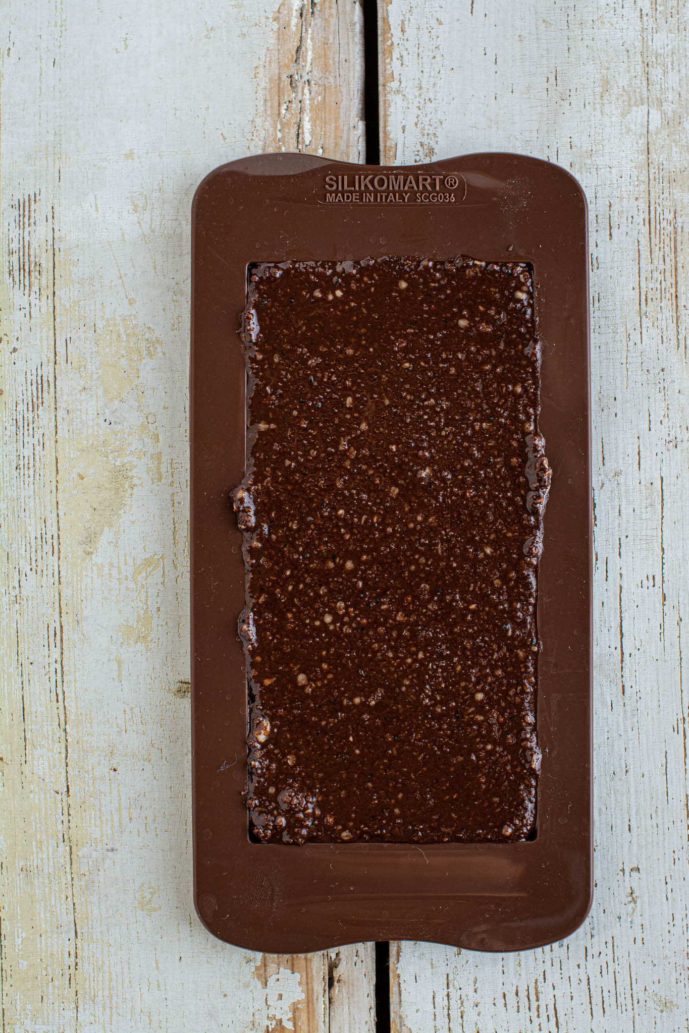 Learn how to make espresso flavoured vegan chocolate bars that resemble Nucao's espresso chocolate bar but come with a third of the price. You'll need only 6 ingredients and 15 minutes of your time.
