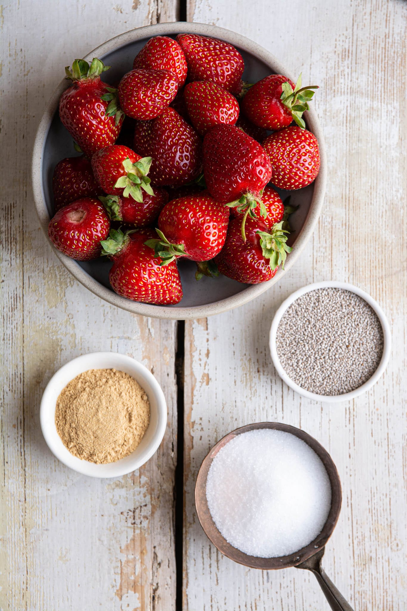 Let's make an easy strawberry sauce using fresh strawberries. All you need is a blender and 3-4 ingredients. This sauce is ideal for pancakes, crepes, waffles, cheesecake, pound cake, ice cream, and other desserts.