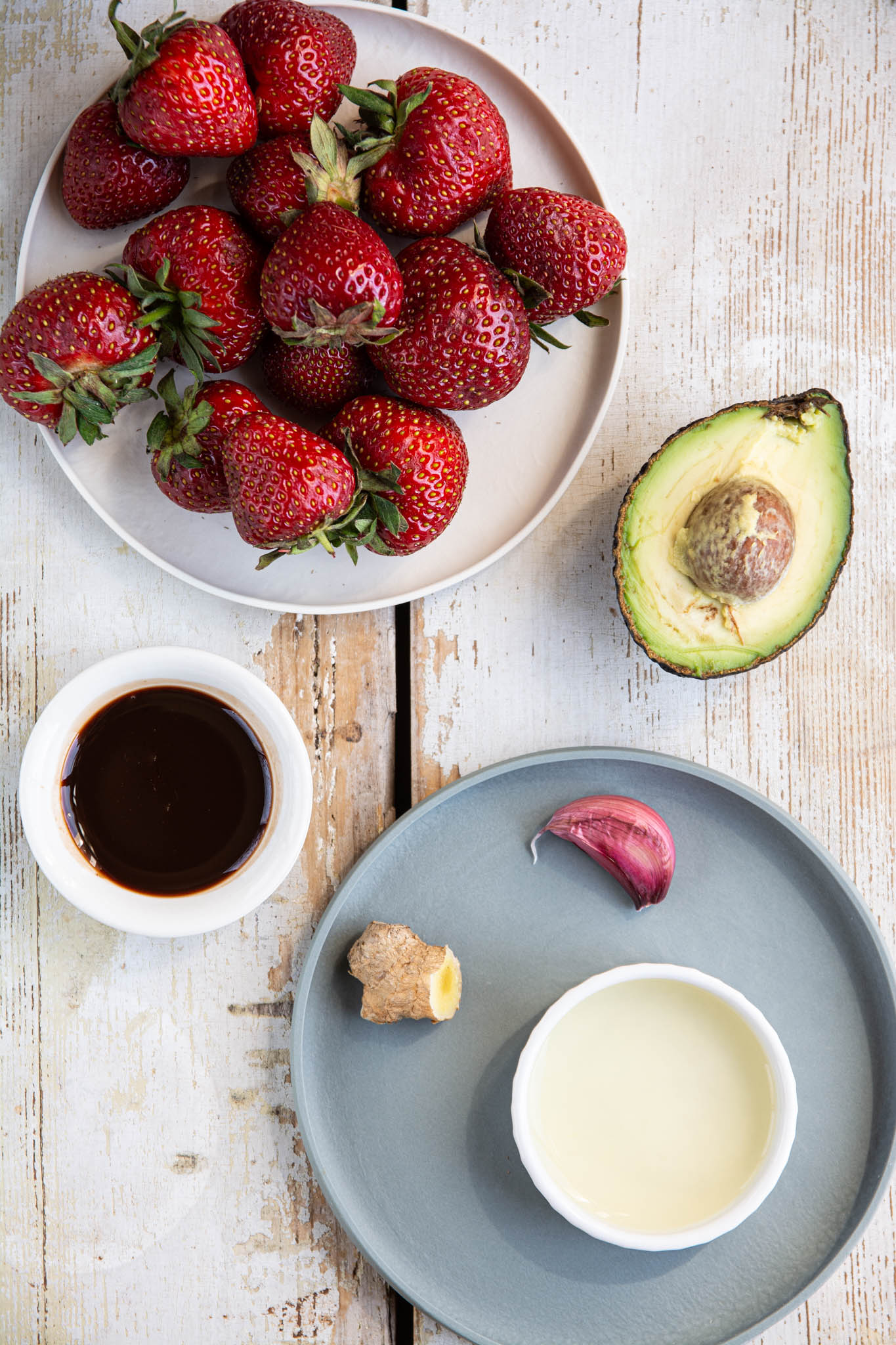 Learn how to make an easy oil-free strawberry vinaigrette dressing for salads. You'll need a blender or an immersion blender, a handful of ingredients and 10 minutes of your time.